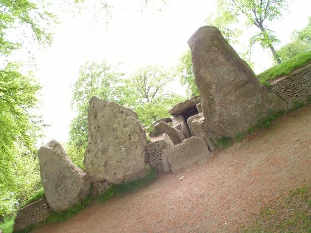 Wayland's Smithy, Oxfordshire (historically in Berkshire)