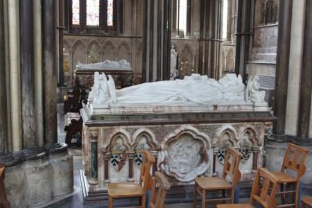 21 19th-century effigy tombs