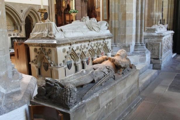 24 Llandaff - juxtaposition of medieval and modern effigies