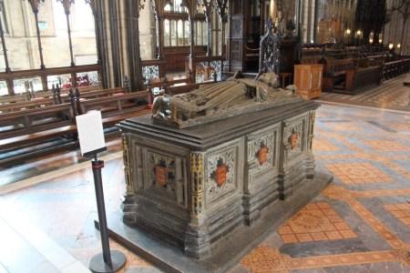 4 Worcester - King John's Effigy Tomb