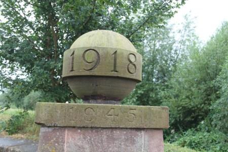 1918/1945 globe